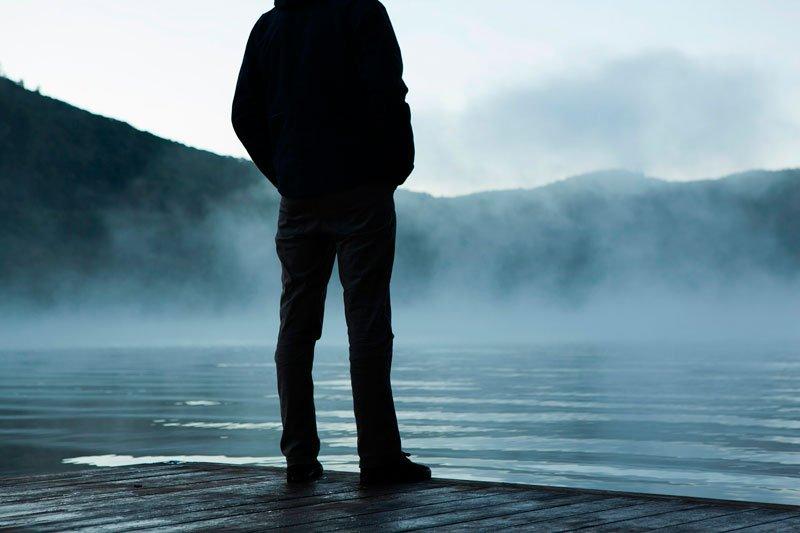 El esquizoide es el paradigma de la introversión y del aislamiento. Son sujetos introvertidos y retraídos.