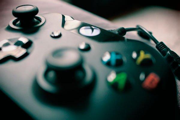 Otro problema son los videojuegos, aunque hay controversias a la hora de considerar la potencialidad de los videojuegos de crear adicción.