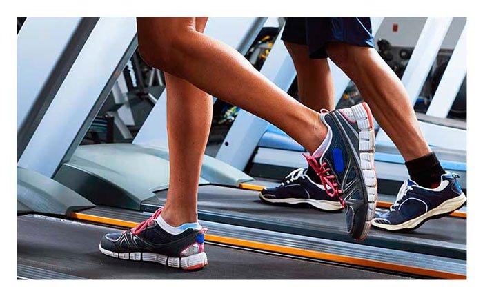 El/la vigoréxica dedica mucho tiempo de su vida al ejercicio físico, convirtiendo este no en una fuente de salud y bienestar, sino en un problema